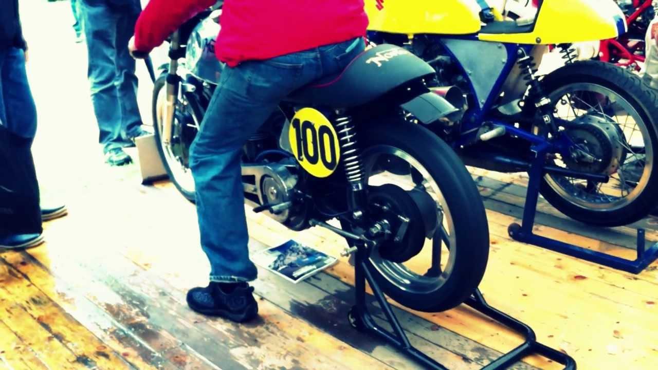Norton Manx 1958 500cc Starting up - CRAA 2012