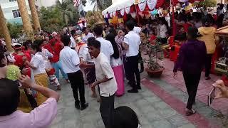 Lễ dâng bông tại chùa Mới