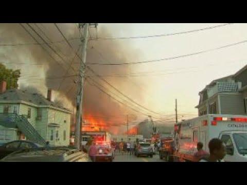 Massive fire blazes through apartment complex