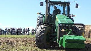 John Deere 8530 Pulling The Heavy Sledge Down The Arena in Sdr. Vissing   Tractor Pulling DK