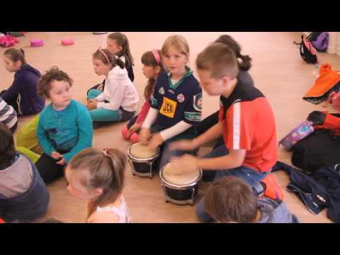 Shake It Off As Gaeilge (Caith Díot) Music Video