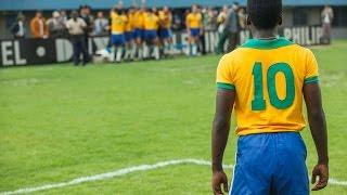 ブラジルをサッカー王国へと変貌させ、サッカーの王様と呼ばれたペレの...