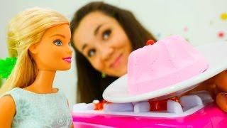 Детские игрушки для девочек и игры Барби. Видео куклы Барби и Валя:  День Рождения - День Подарков!