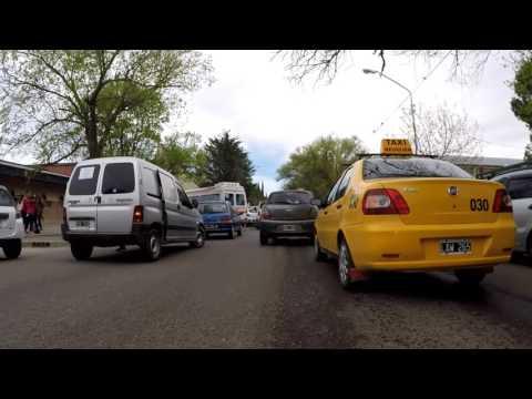 El show de la doble fila: la locura en el tránsito a la salida de las escuelas