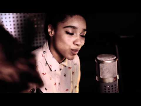 Lianne La Havas | Empty (Tour Bus Session)