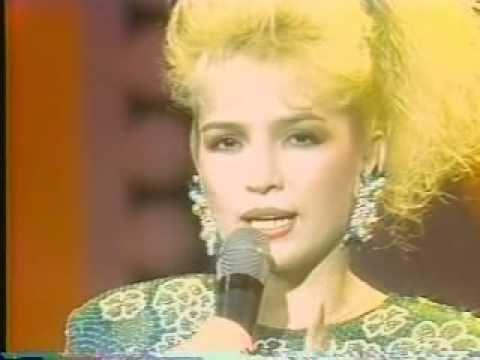 Janyll - La Interprete Dominicana -Llamalo - En Sabado Gigante - En Vivo 80s (Oficial)