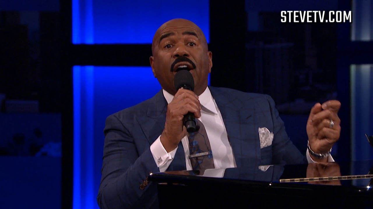 steve-harvey-sings-relationship-advice-to-an-audience-member