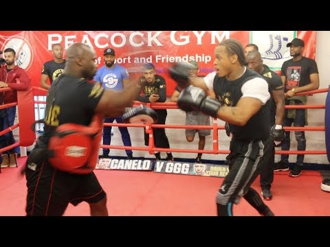 HOLY SH*T! - *ABSOLUTE SKILLS* - ANTHONY YARDE SHOWS OFF INCREDIBLE 3-MAN PAD ROUTINE (PEACOCK GYM)