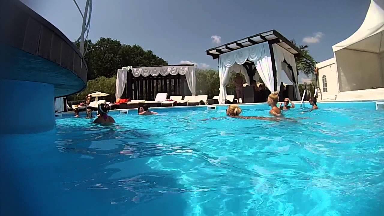 Piscina magic pitesti wide youtube for Videos porno gratis piscina