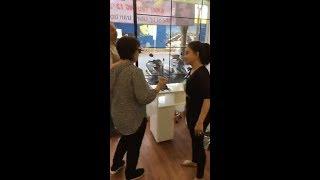 """Nghệ sĩ Lê Giang """"bắn"""" tiếng Anh với khách Tây đến Lê Giang Nail & Spa"""