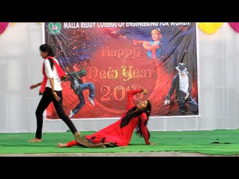 Pacha bottesina and mixed songs dance performance by MALLAREDDY college girls,Hyd