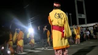 演舞曲は「YAPPA紀州」。和歌山県有田郡有田川町、金屋大橋特設会場。平...