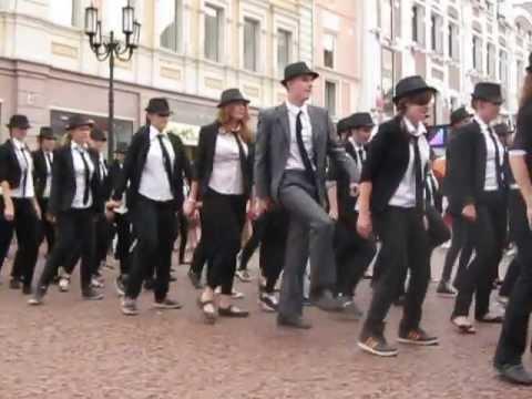 Видео: Флешмоб памяти Майкла Джексона в Нижнем Новгороде 2013  RIP Michael Jackson 2013