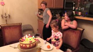 S cute 3 year old birthday song green hello kitty cake she took off the cake topper and is holding i