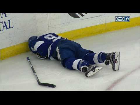 Lightning' Johnson leaves ice after knee-on-knee hit with Niederreiter