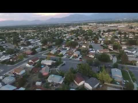 Phantom 3 Crazy Corn Maze/neighborhood flight.