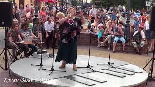 ДОМИК ОКНАМИ В САД! Как она классно поет! СМОТРИТЕ! Brest! Music! Song!