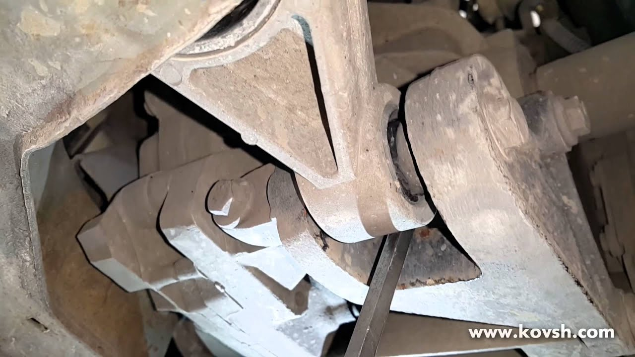 Одна из причин неустойчивой работы двигателя - порванная подушка двигателя (серьга)