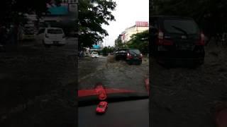 Download Video Mencoba menerobos banjir pasteur dpn btc bandung, akhirnya..... MP3 3GP MP4