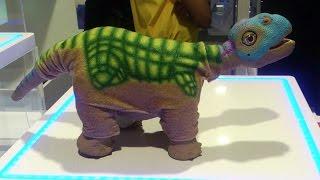 Интерактивный робот-динозавр  Pleo в Дубай Молле.(Interactive robot dinosaur Pleo in Dubai Mall.)(Наиболее реалистично приближенный к детенышам - робот динозавр Pleo, это не просто робот, а постоянно развива..., 2017-01-26T10:12:41.000Z)