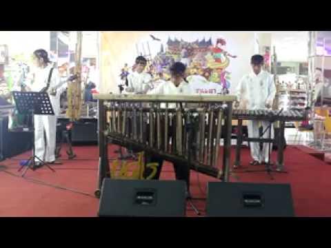 Angklung Ujdo - Lagu Daerah Indonesia (Medley) Live Perform