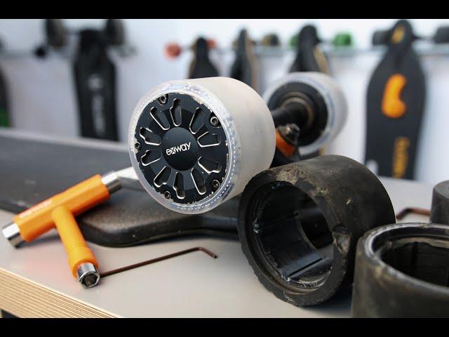 Jak zmienić okładziny kół w desce z silnikami w kółkach?