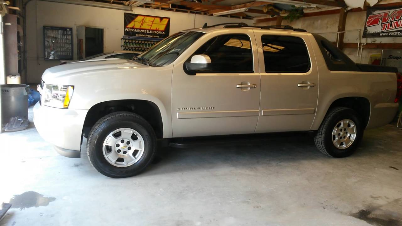Chevy Avalanche 2016 >> 2007 avalanche with rough country leveling kit - YouTube