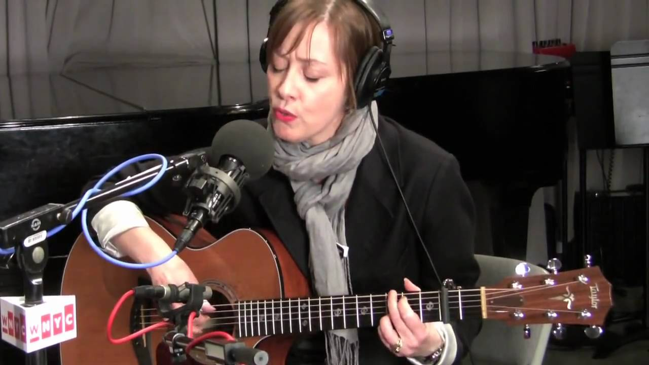 "Suzanne Vega ""Gypsy"" Live on Soundcheck - YouTube"