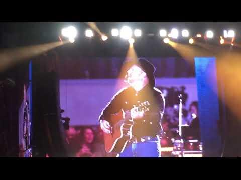 Garth Brooks - Fishin In The Dark 05/03/2019