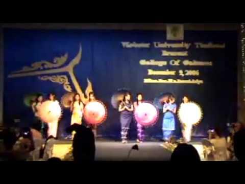 Ahla Ka Bar Myay (umbrella dance)