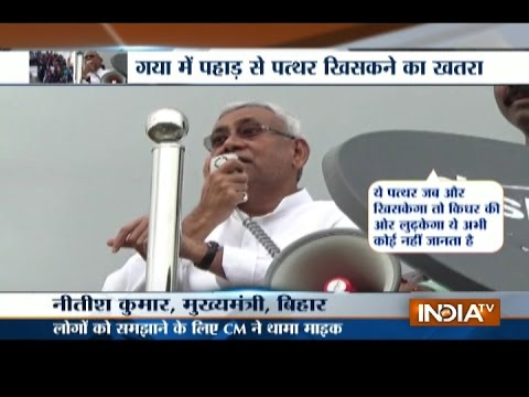 Bihar Flood: Nitish Kumar Holds Mic, Appeals People to Leave Their Homes