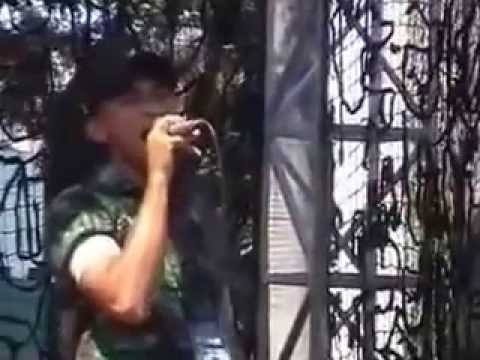 Keren, Prajurit TNI menyanyikan lagu She's Gone-nya Steelheart.