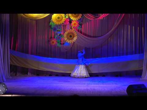 Выступление образцового театра моды КРЕАТИВ