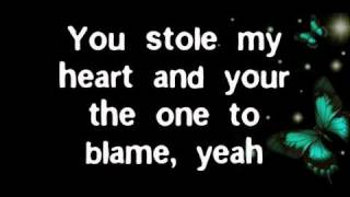 Avril Lavigne-Smile Lyrics