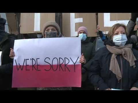 بولنديات يتظاهرن ضد ترحيل مهاجرين إلى الحدود البيلاروسية