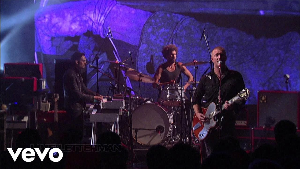 queens-of-the-stone-age-if-i-had-a-tail-live-on-letterman-queensstoneagevevo