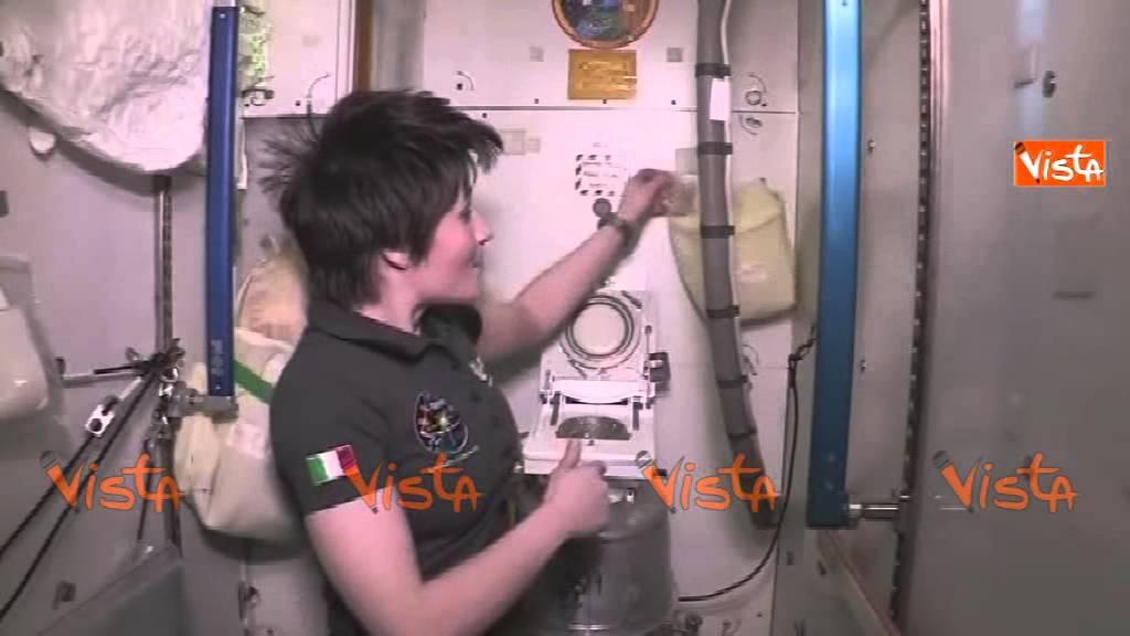 Cristoforetti come andare in bagno nello spazio 09 05 15 - Andare in bagno ...