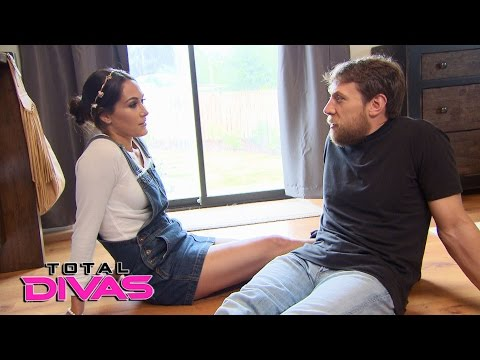 Brie Bella packs for her final WrestleMania: Total Divas Bonus Clip, Nov. 16, 2016