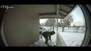 Package Thief gets Surprised by a bait box with an alarm.