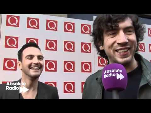 Gary Lightbody gives a reporter a hug! And Snow Patrol talk about their new album