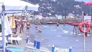 Liguria, viaggio sui litorali dove Jovanotti ha cancellato il concerto: così mare erode le spiagge