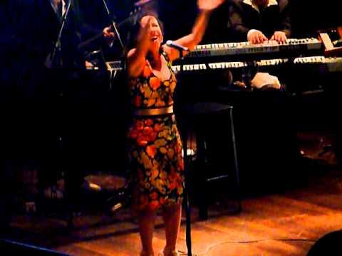 Bebel Gilberto - Sun is Shining - Circo Voador, RJ 02/12/10