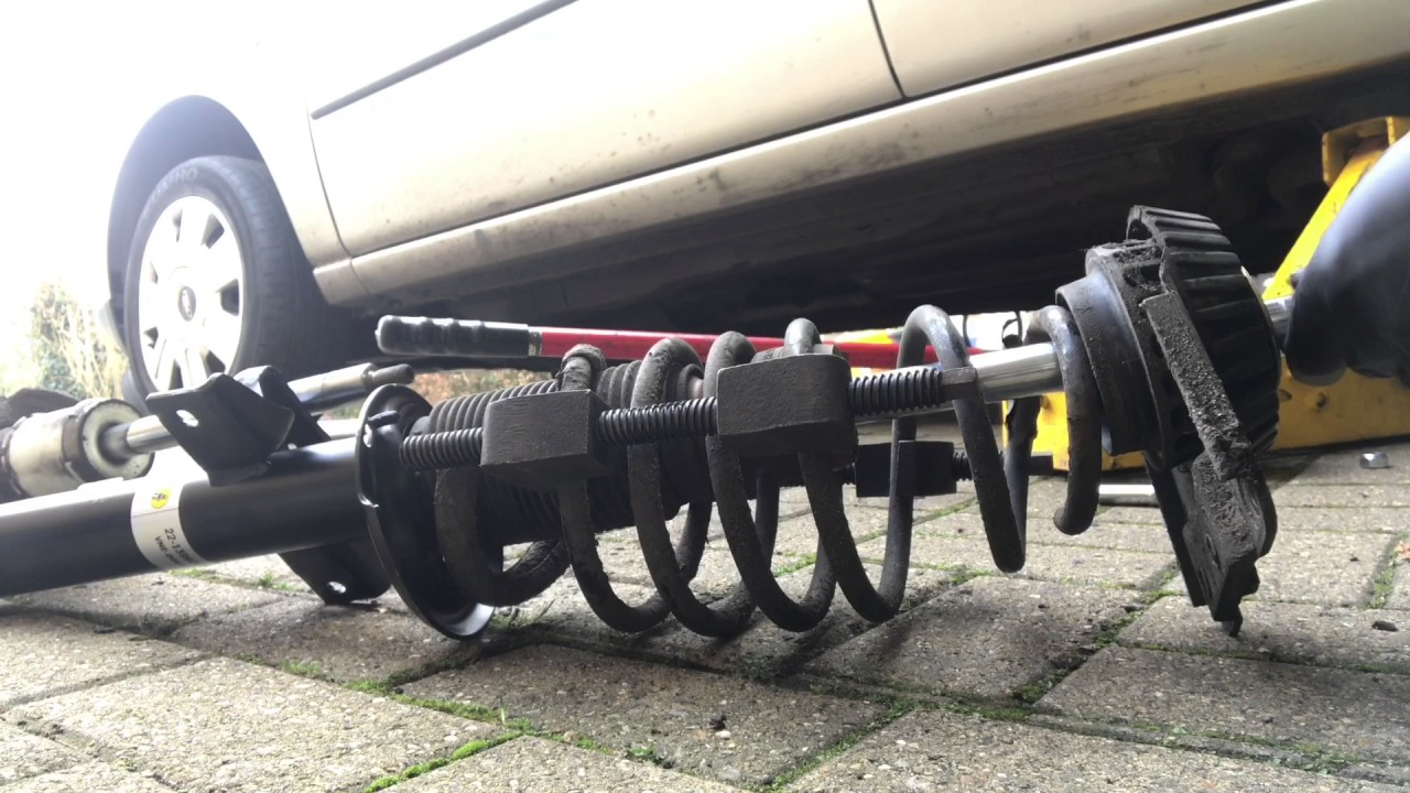 ford mondeo mk3 rear suspention strut, shock absorber replacement, spring  removal