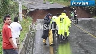 Imágenes impactantes al colapsar ruta a Ciudad Satélite con saldo de dos personas fallecidas