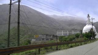 阿蘇東火口側仙酔峡道路退避壕前駐車20110513am11vs14