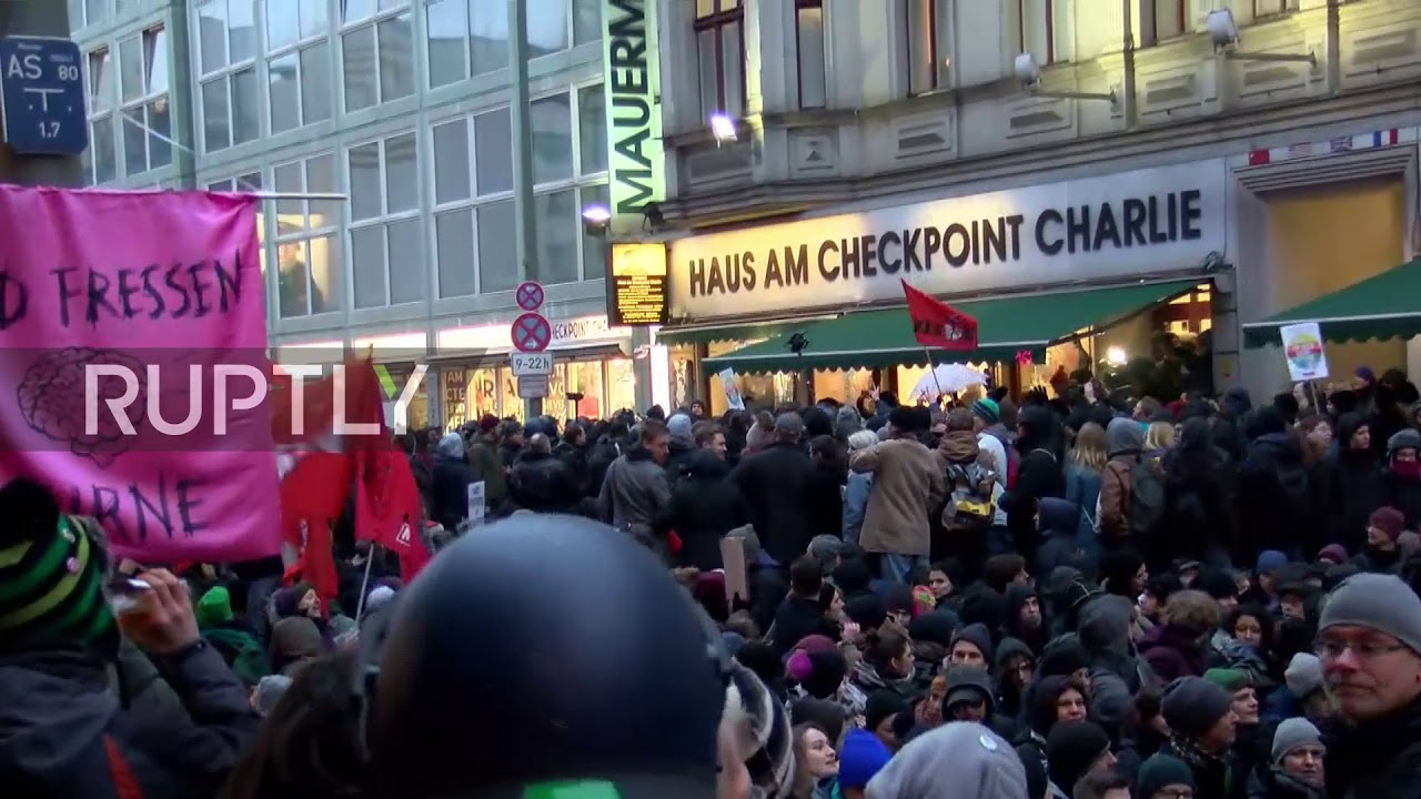 Germany: Scuffles as police face protesters at AfD women's march