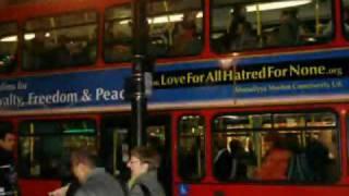 Message de la communauté musulmanes ahmadiyya sur bus de Londres(ISLAM AHMADIYYA).flv