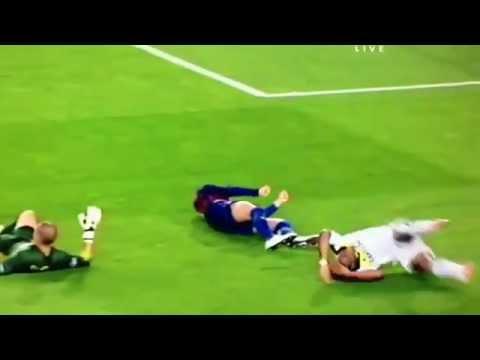 Gerard Piqué knocked out Victor Valdes