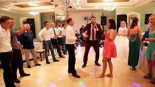 Батл девушек и парней на свадьбе.Танцы без правил