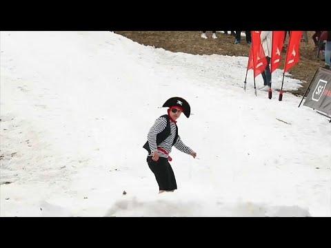 شاهد: عشاق الرياضة الشتوية في روسيا البيضاء يودعون الشتاء…  - 06:53-2019 / 4 / 9